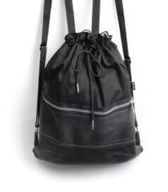 Fekete színű hátizsák cipzárral