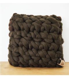 merinói gyapjú horgolt párna - kakaóbab