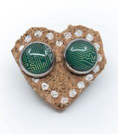Bedugós fülbevaló alaplapból, acél foglalatban, zöld