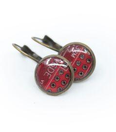 Franciakapcsos fülbevaló alaplapból, réz színű foglalatban, piros