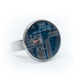 Gyűrű alaplapból, acél foglalatban, kék