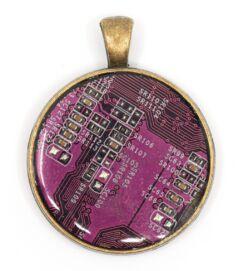 Kör alakú medál alaplaból, réz színű hátlappal, lila