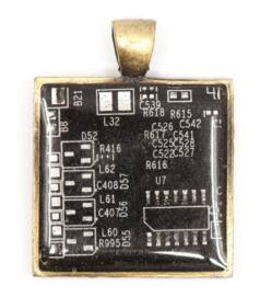 designer_ekszer_rekreacio_medal_negyzet_rez_fekete