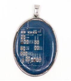 designer_ekszer_rekreacio_medal_oval_acel_kek