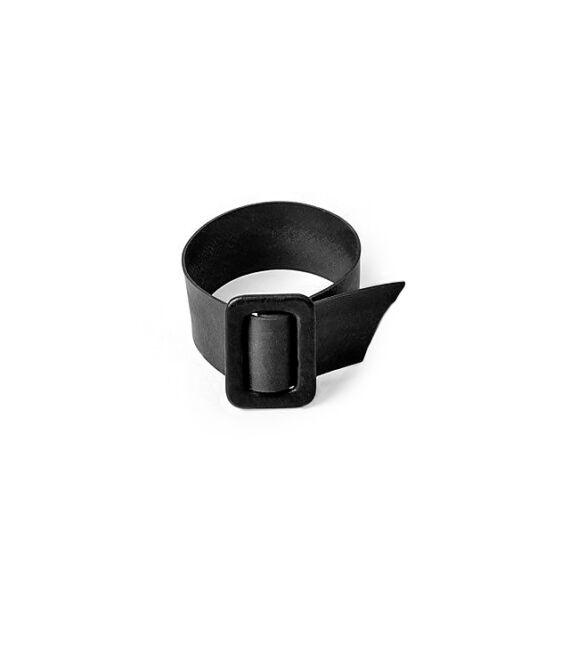 Fekete színű karkötő övcsat díszítéssel