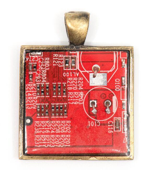 designer_ekszer_rekreacio_medal_negyzet_rez_piros